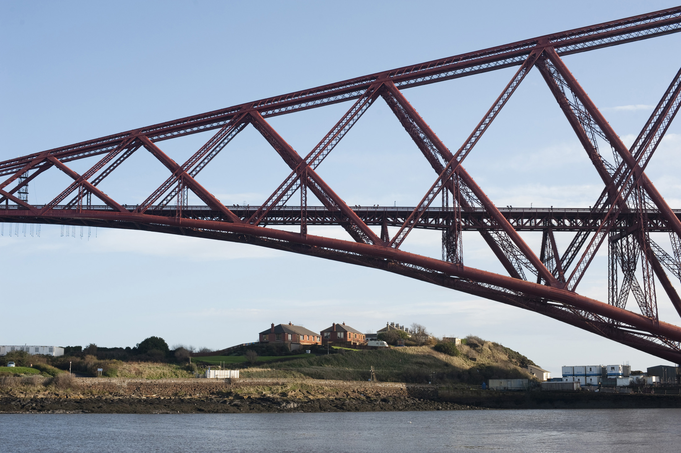 structure of the forth bridge, north queensferry houses below