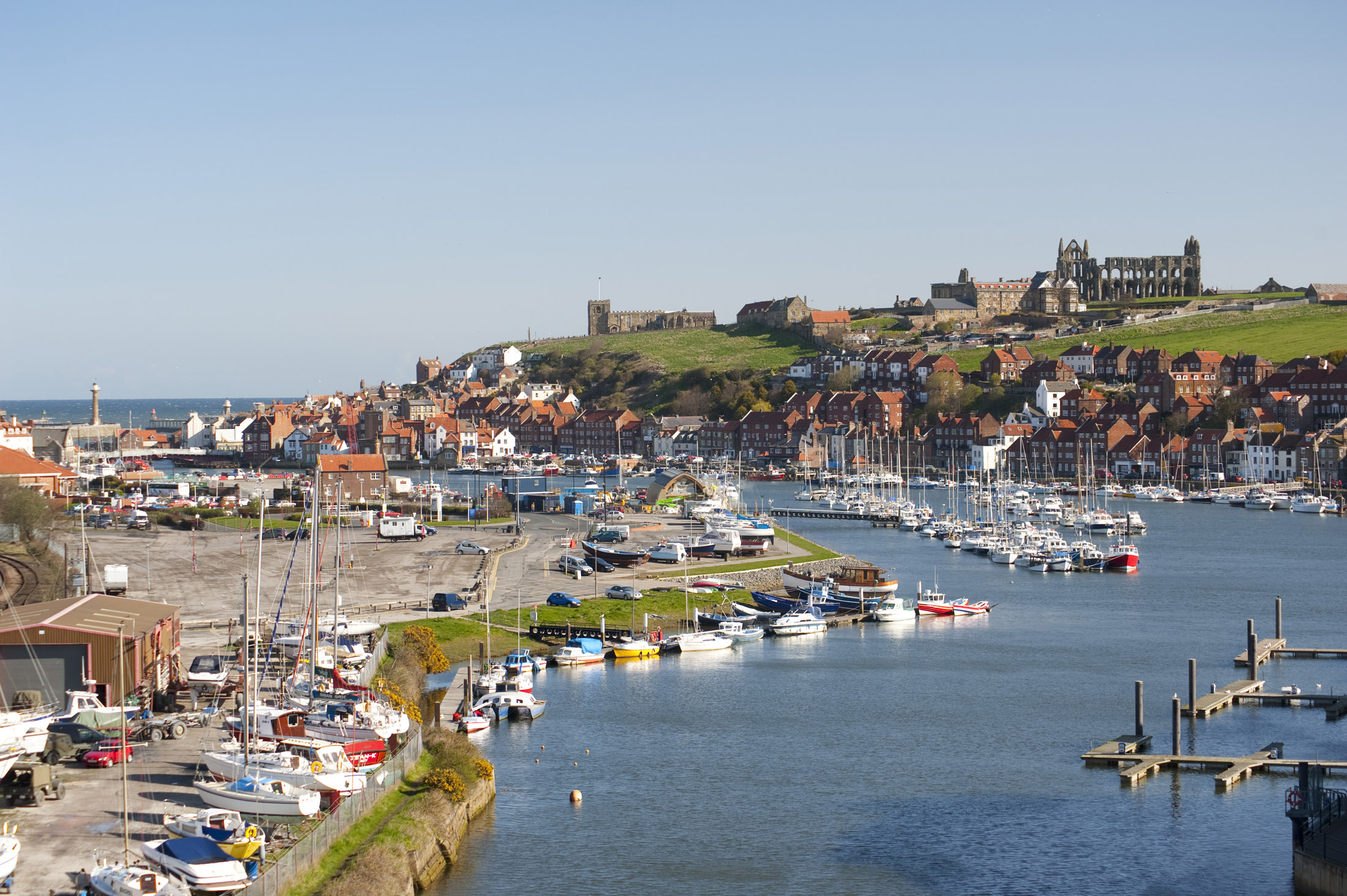 the river esk flowing through the coastal town of whitby