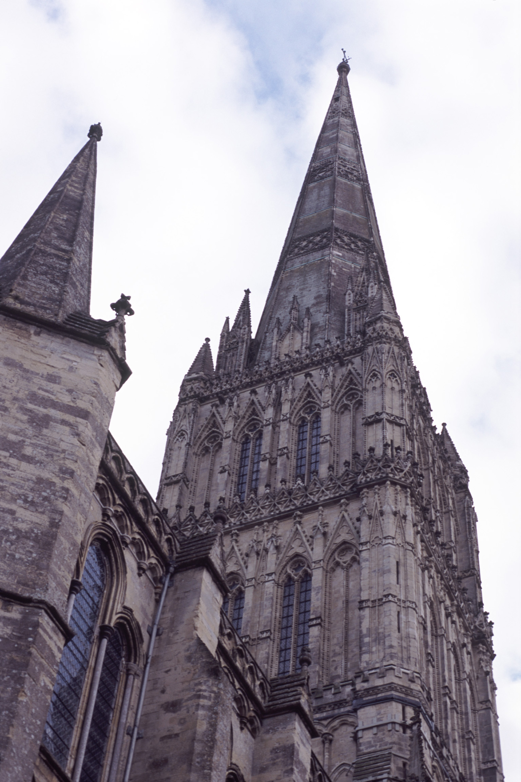 tower and spire of salisbury cathedral