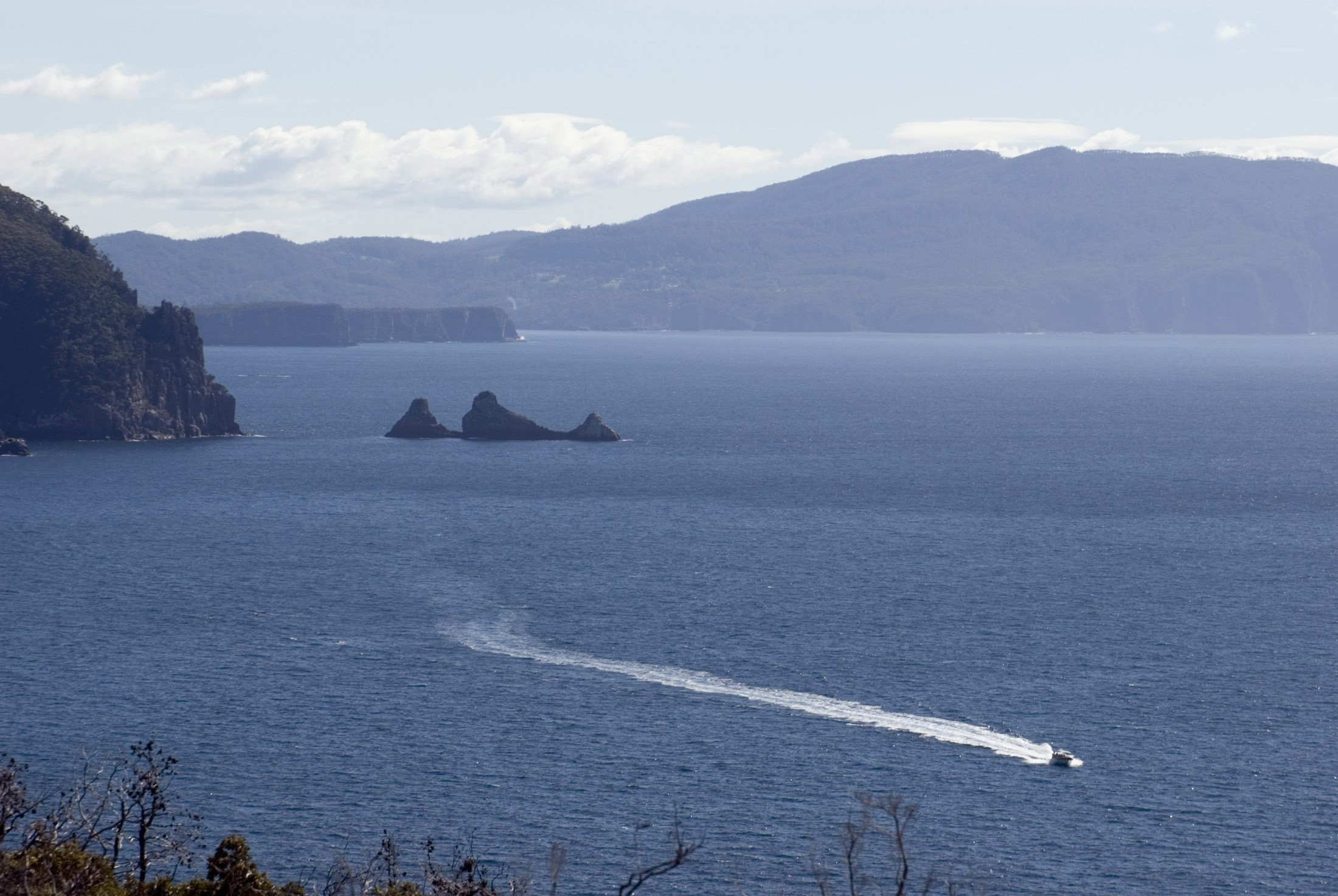 tasman peninsula ocean scene with a jetboat in the foreground