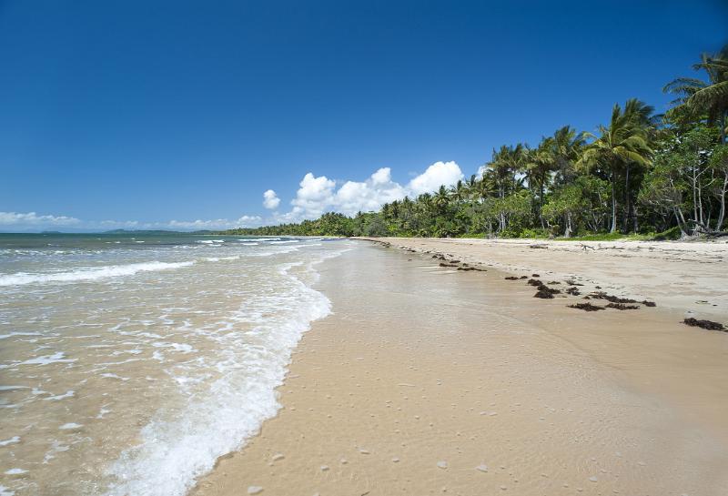 sandy tropical beach by photoeverywhere.co.uk