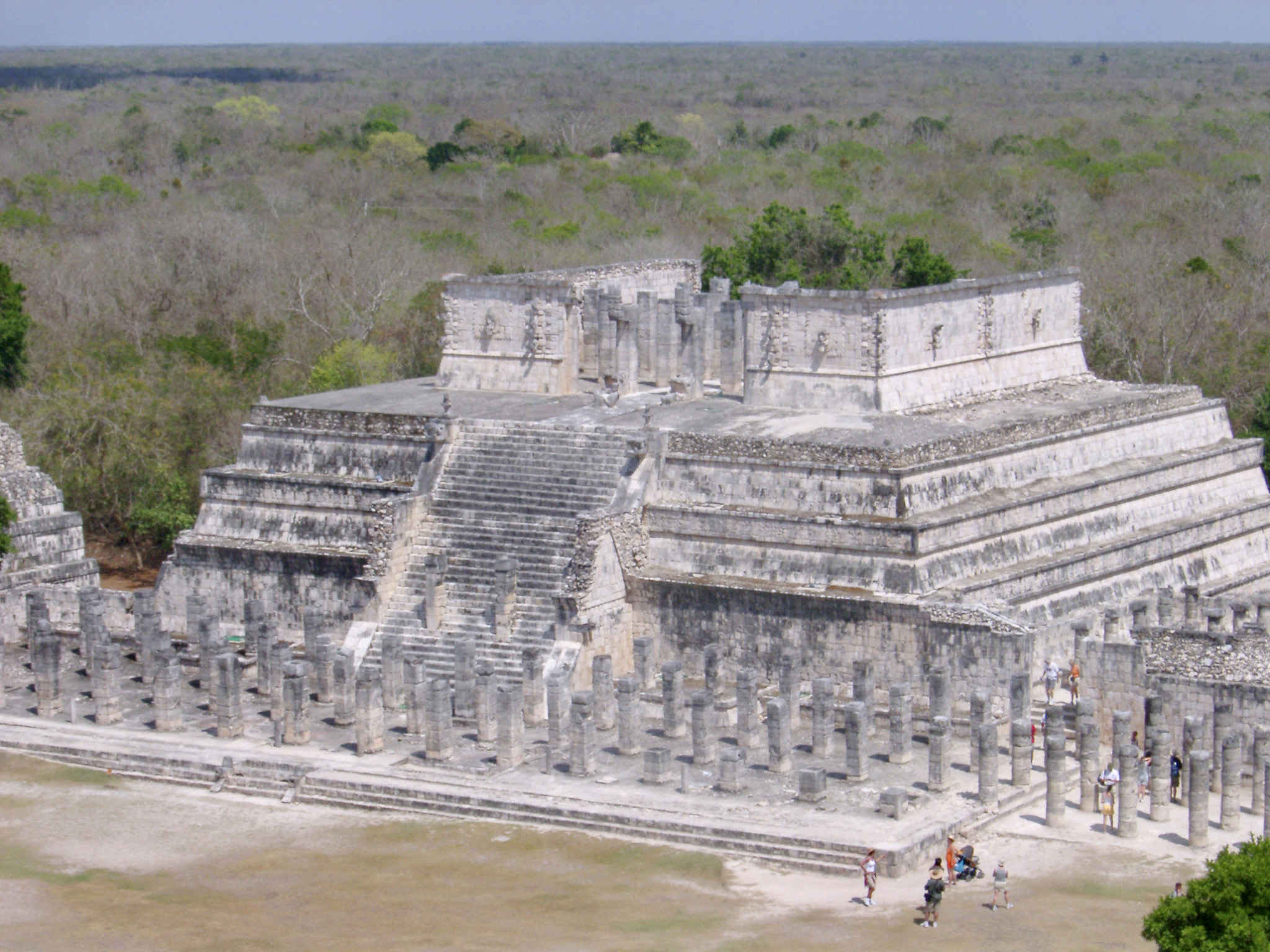 Stone ruins of the Temple of the Warriors in the Chitzen Itza Mayan ruins on the Yucatan Peninsula, Mexico