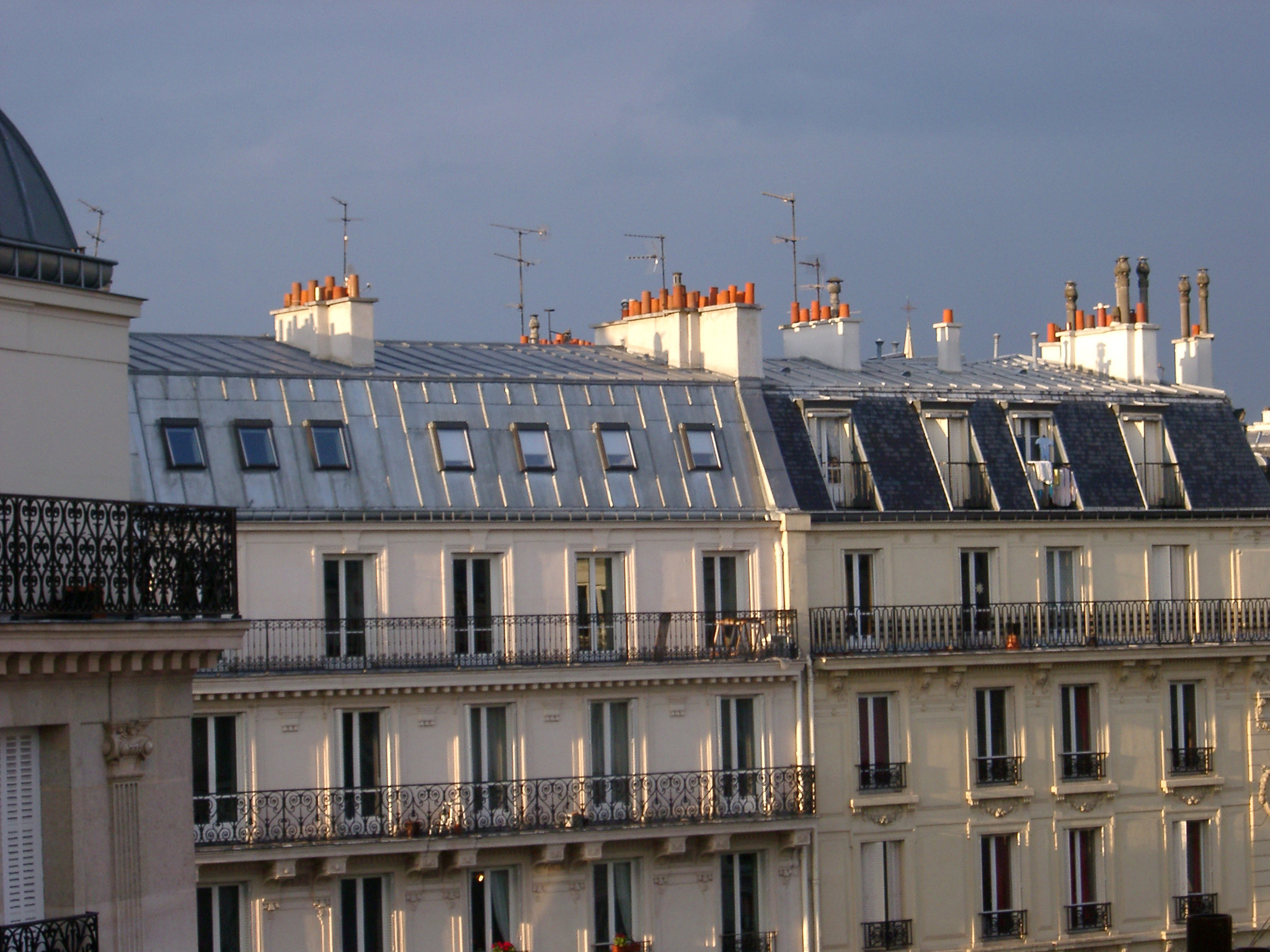 free stock photo of paris building rooftops in warm sunlight photoeverywhere. Black Bedroom Furniture Sets. Home Design Ideas