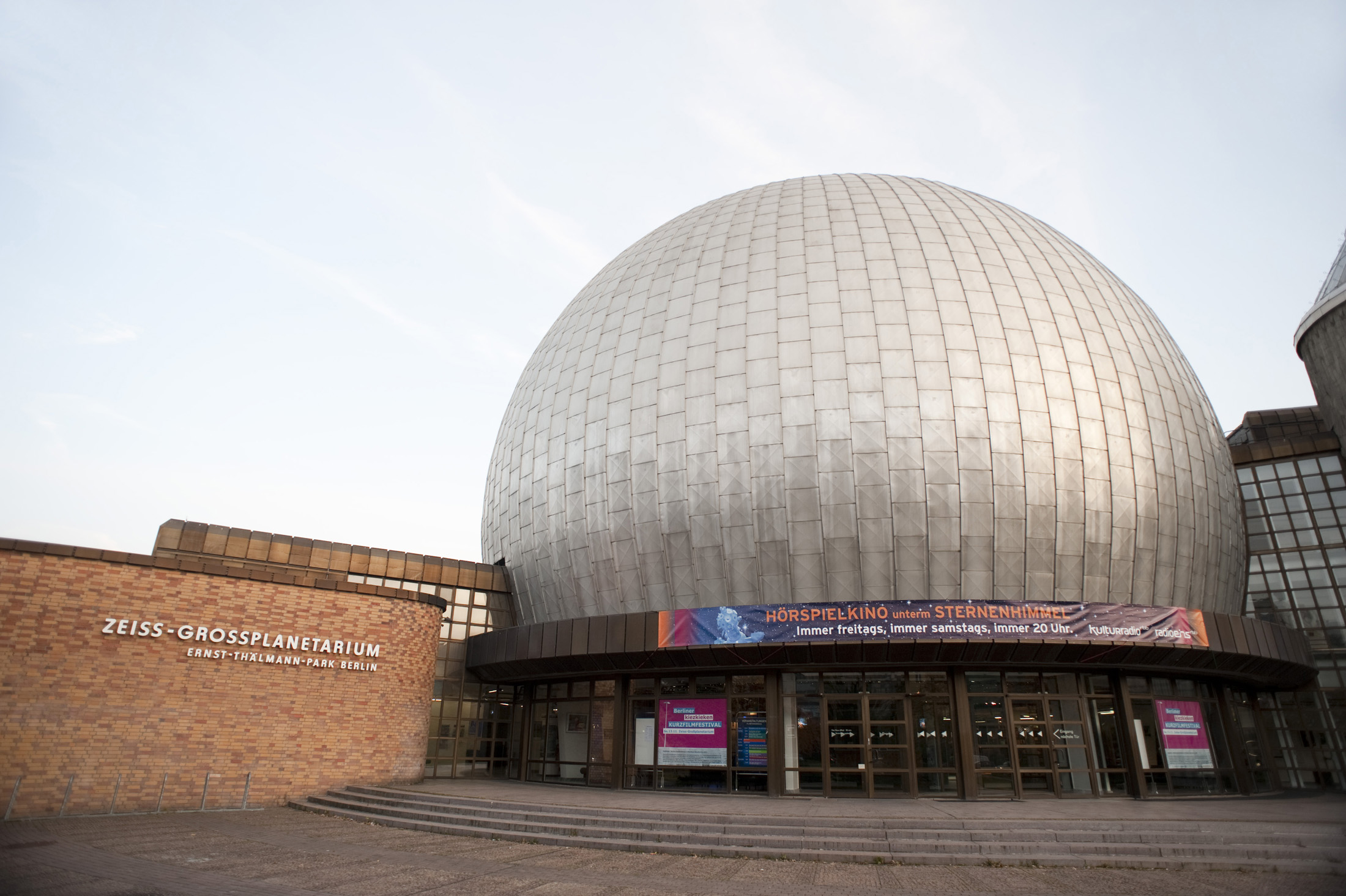 outside view of the berlin planetarium